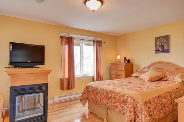 Fresh And Warm Bedroom Paint Color The Furniture Are Painted Light