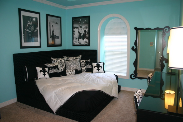 Breakfast Tiffany Blue Paint
