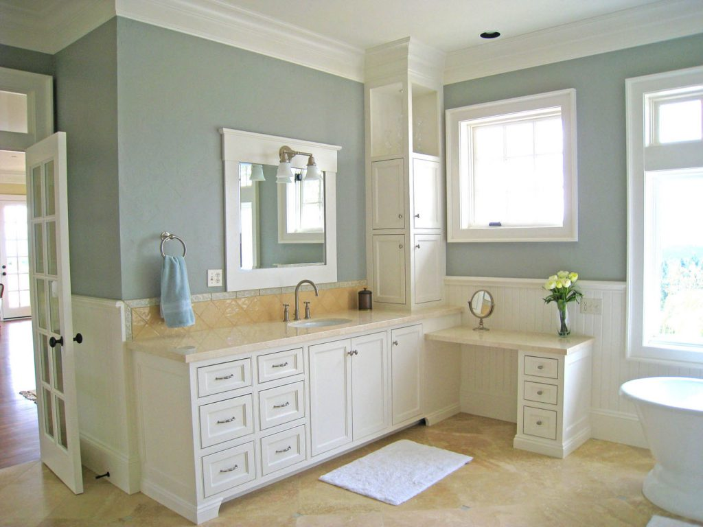 Amazing Simple White Color Painted Bathroom